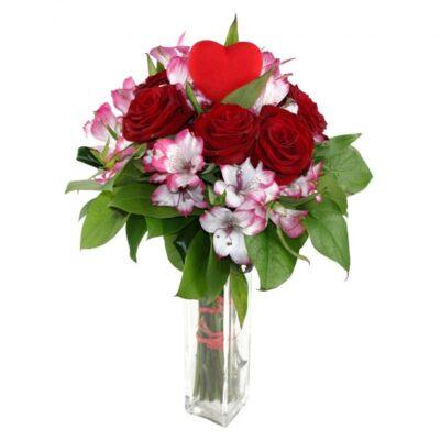 Zamilovaná kytice růží